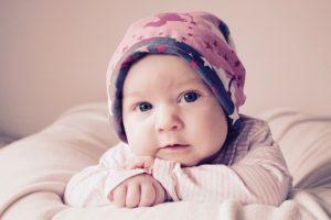 Der Umfang des Babykopfs ist auch für Mützen interessant
